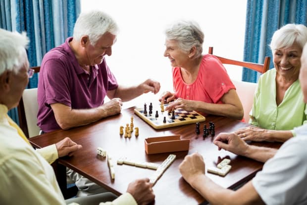 Indoor Activities for Seniors During the Pandemic